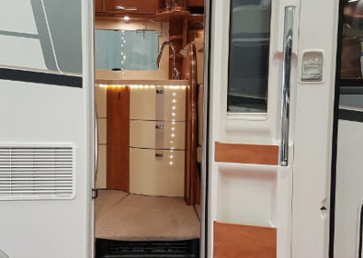 Carthago C-Line XL 5.8 QB - 2015 - Svea Husbilar (18)